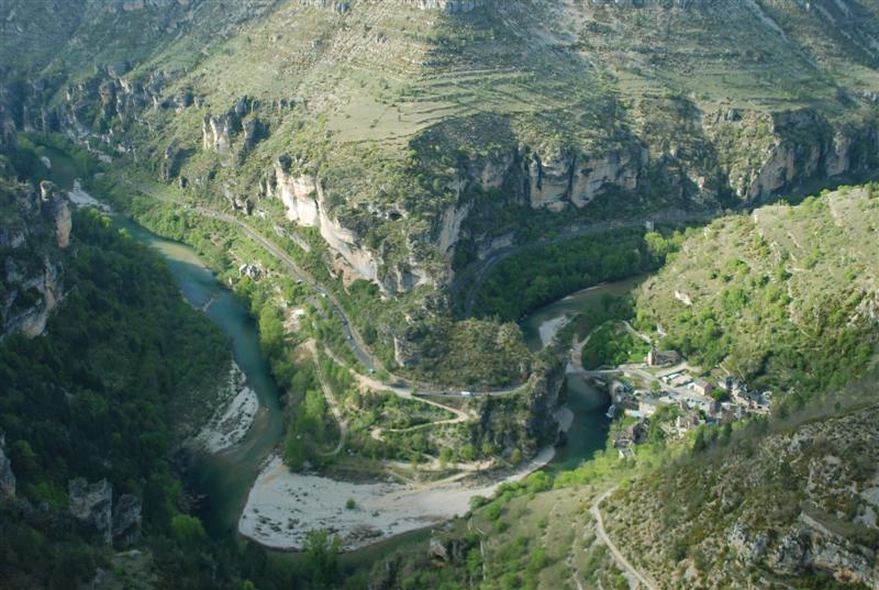 Tarn gorge panorama of st chely for Camping gorges du tarn piscine