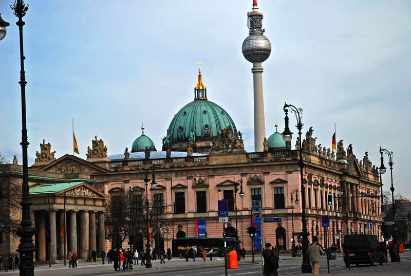travel to berlin alexanderplatz unter den linden reichstag. Black Bedroom Furniture Sets. Home Design Ideas