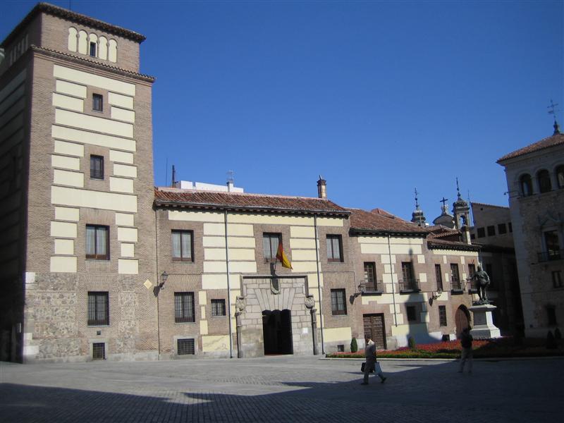 Madrid plaza de la villa lujanes house and tower for Casa la villa